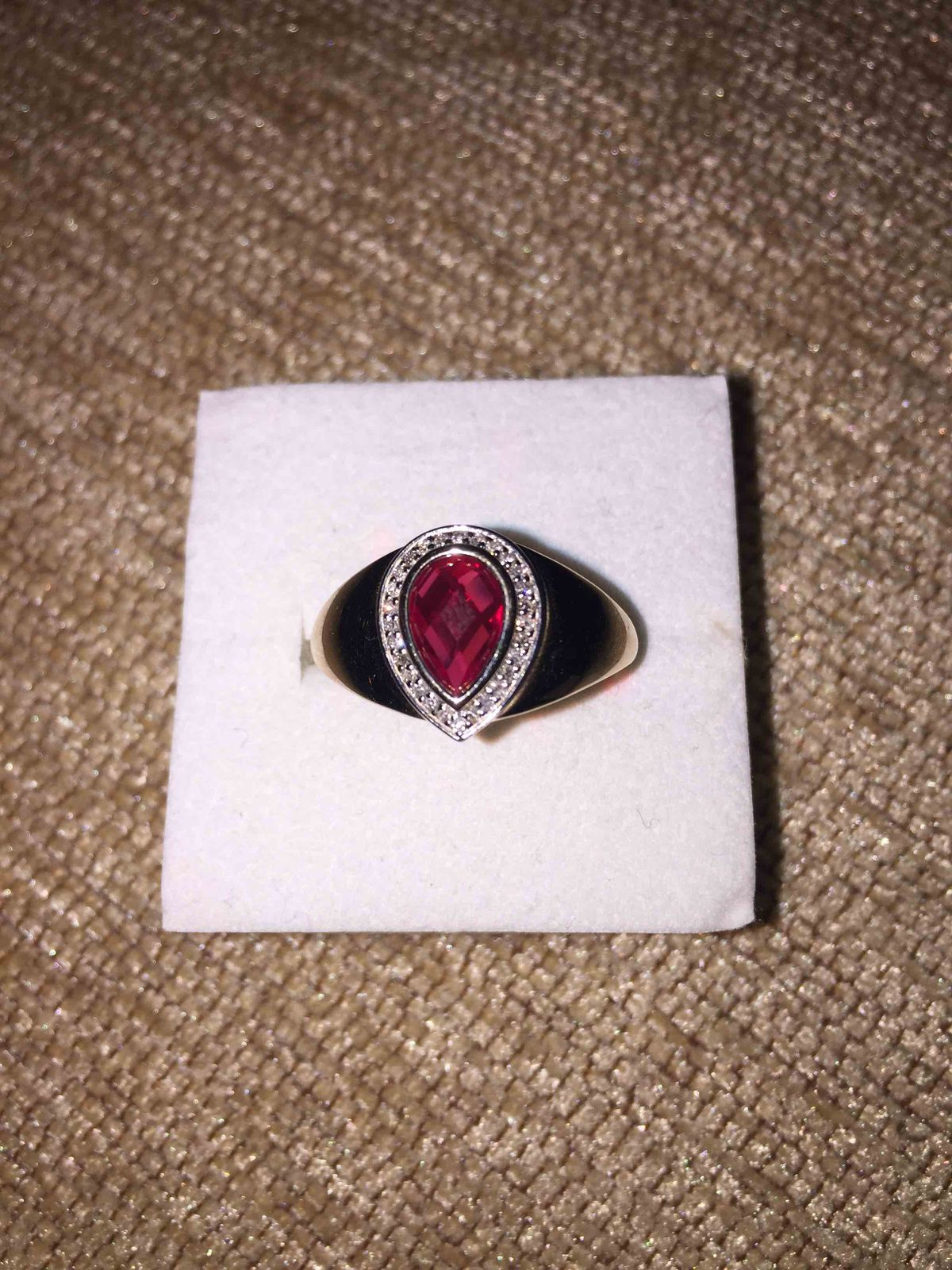 Роскошное кольцо с рубином и бриллиантами