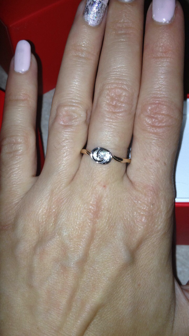 Кольцо с цветочком из белого золота