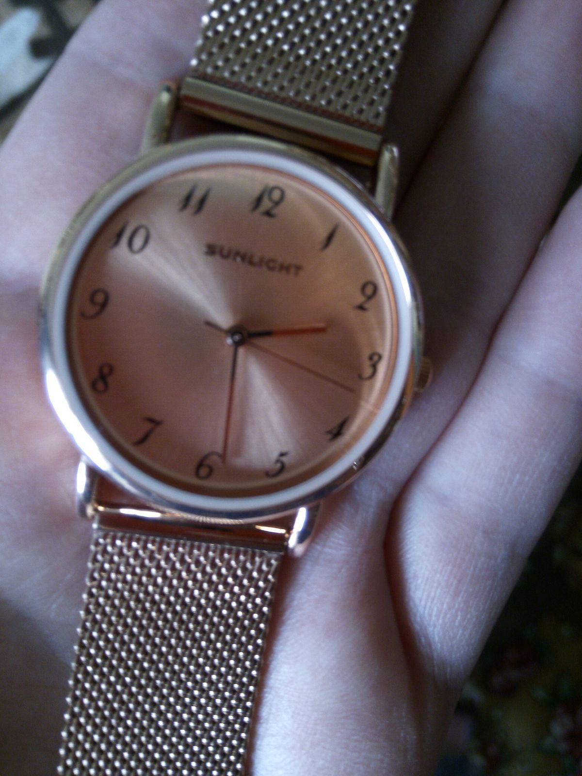 Яркие и очень красивые классические часы