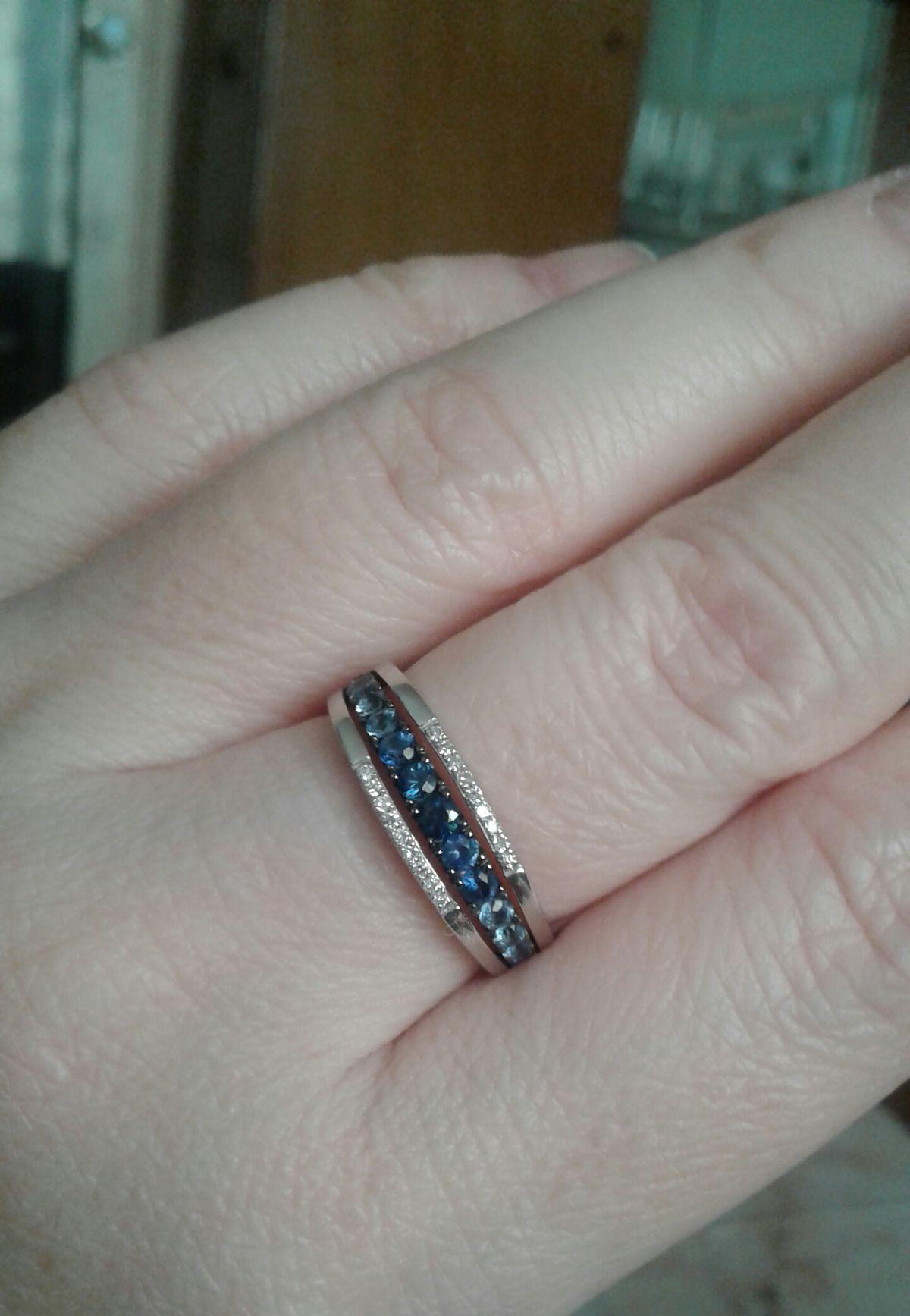 Прелестное колечко с бриллиантами и сапфирами