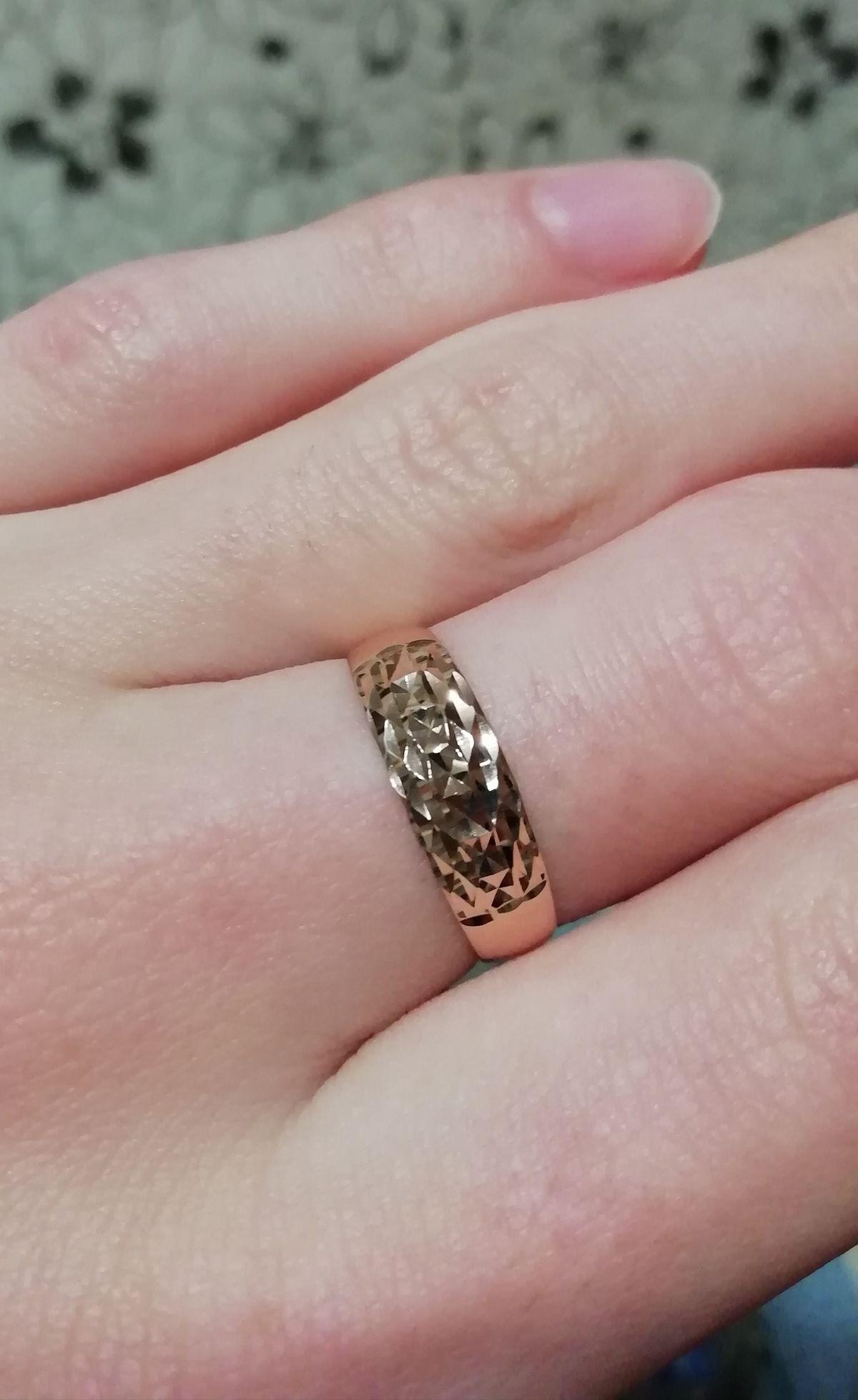 Стильное золотое кольцо