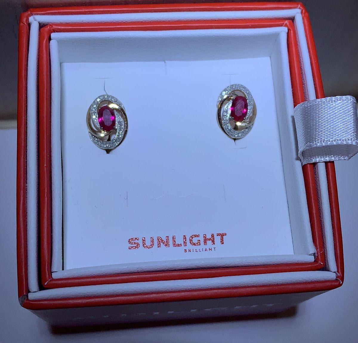 Золотые серьги с рубином и бриллиантами
