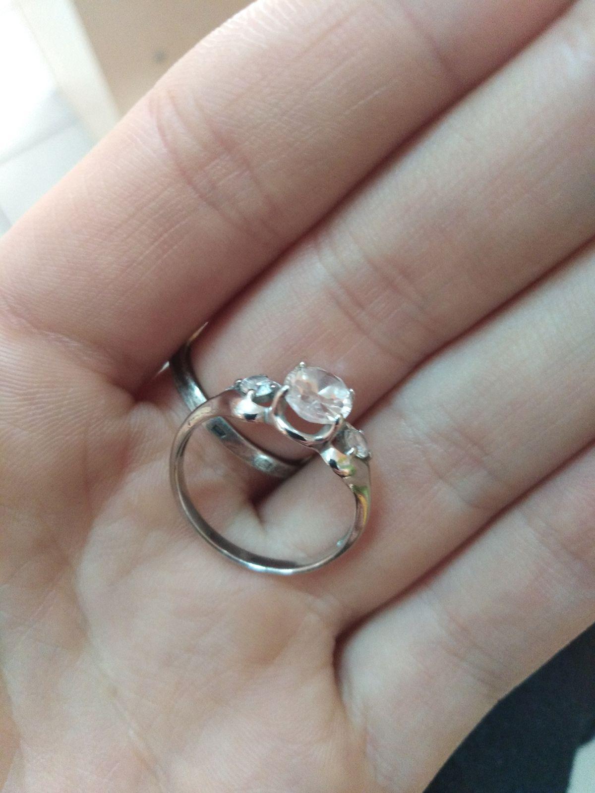 Серебряное кольцо с искусственным фианитом, 925 проба, три камешка, советую