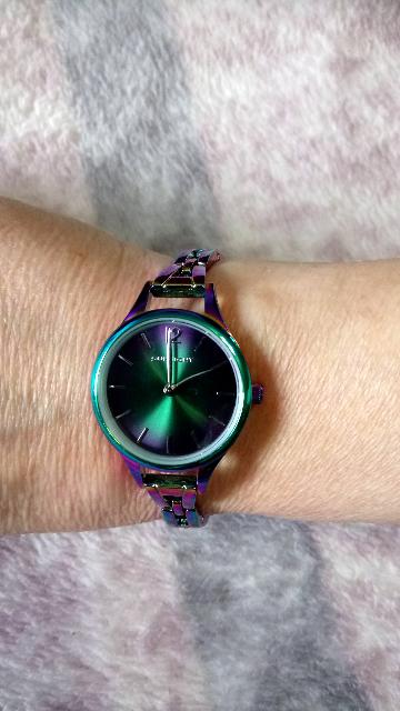Часы необычного цвета
