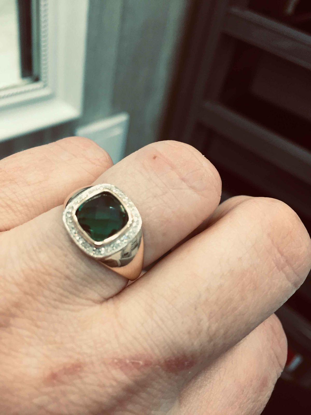 Золотое кольцо с изумрудами и брилиантами