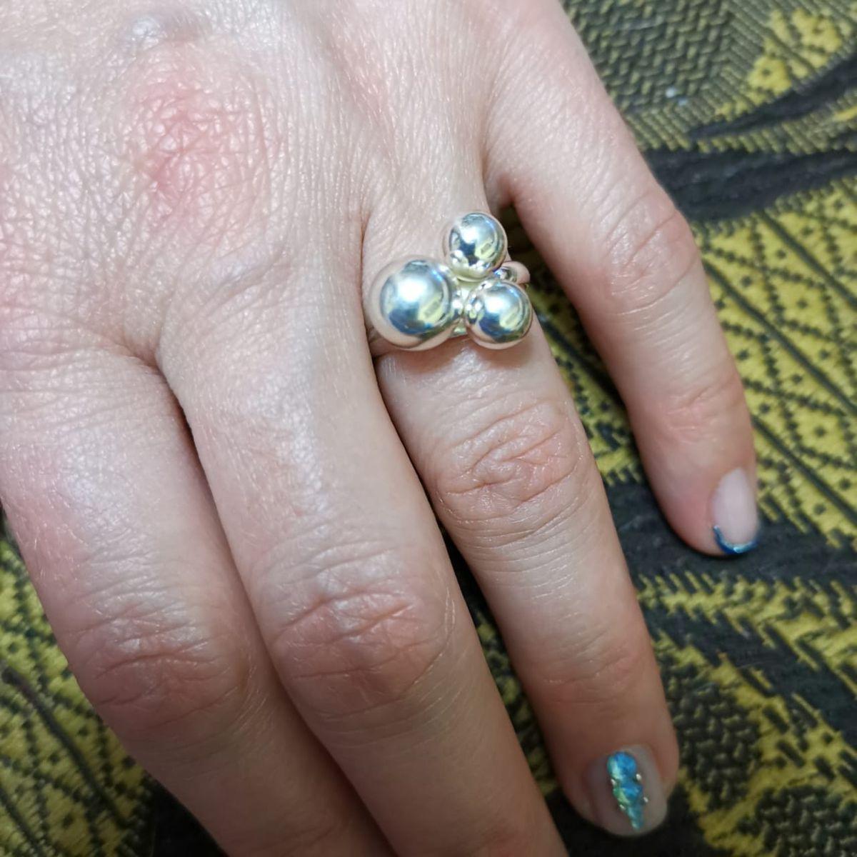 Кольцо с тремя шариками
