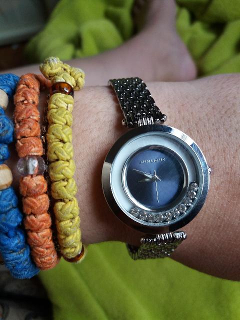 Милые кварцевые часы