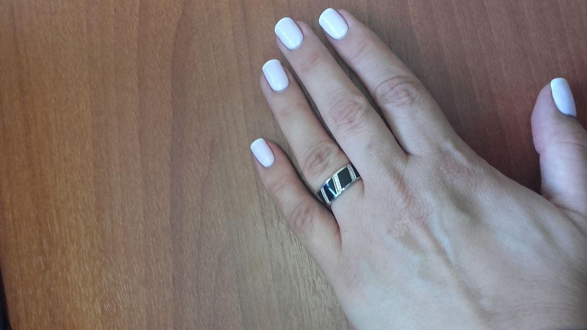 Серебряное кольцо с черной эмалью и фианитами
