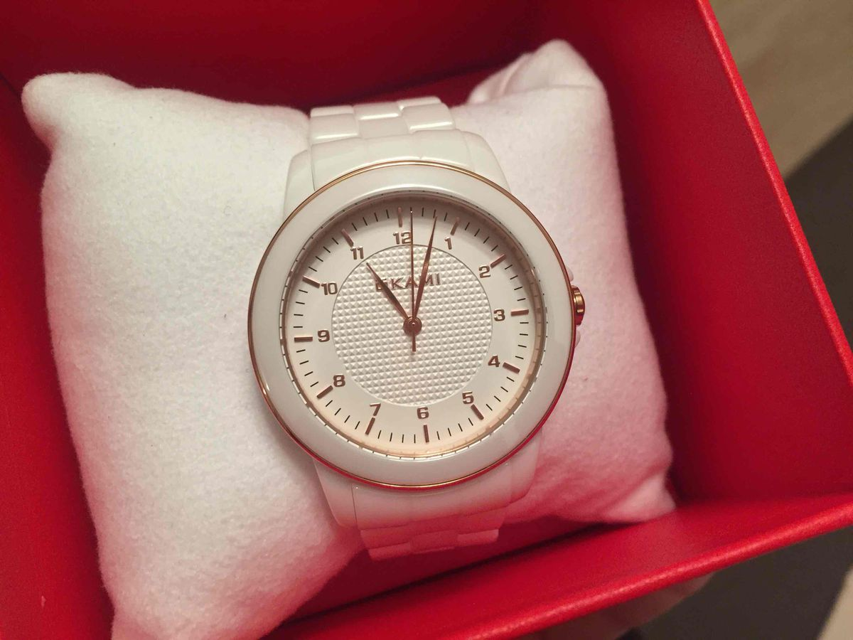 Стилтные элегантные часы