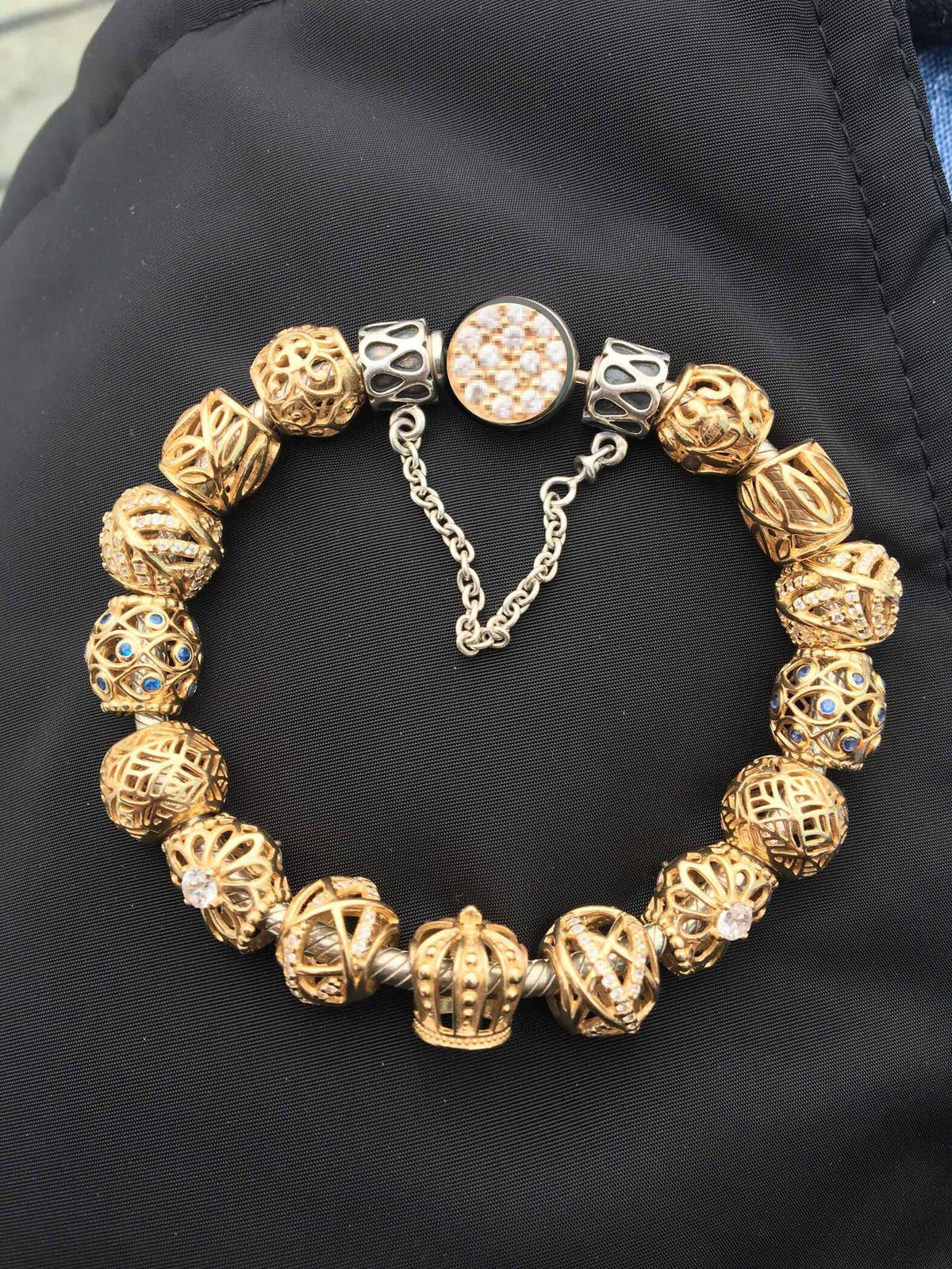 Чудесный золотой шарм!!