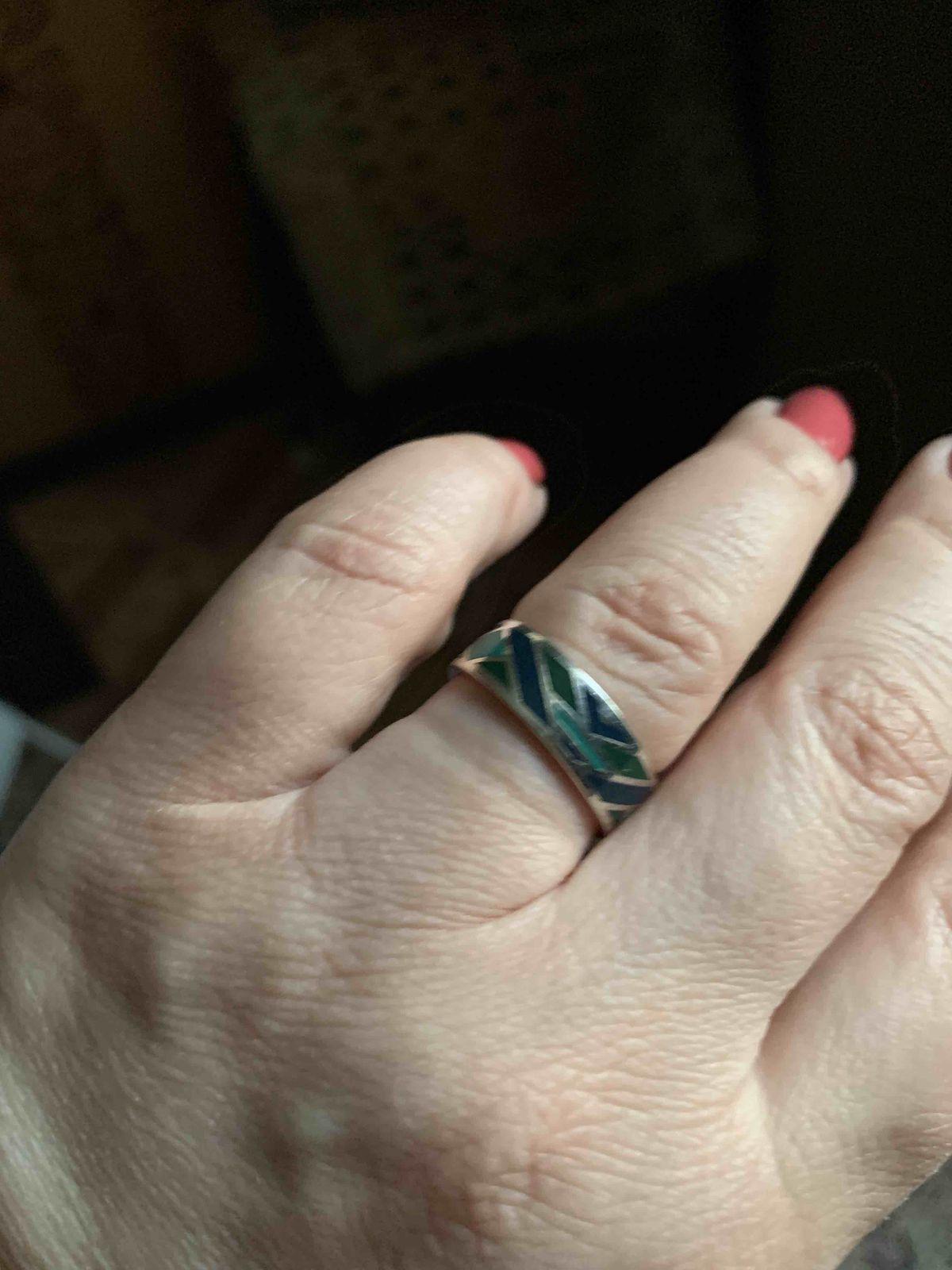 Замечательный комплект из кольца и серёжек!!довольна очень!!!