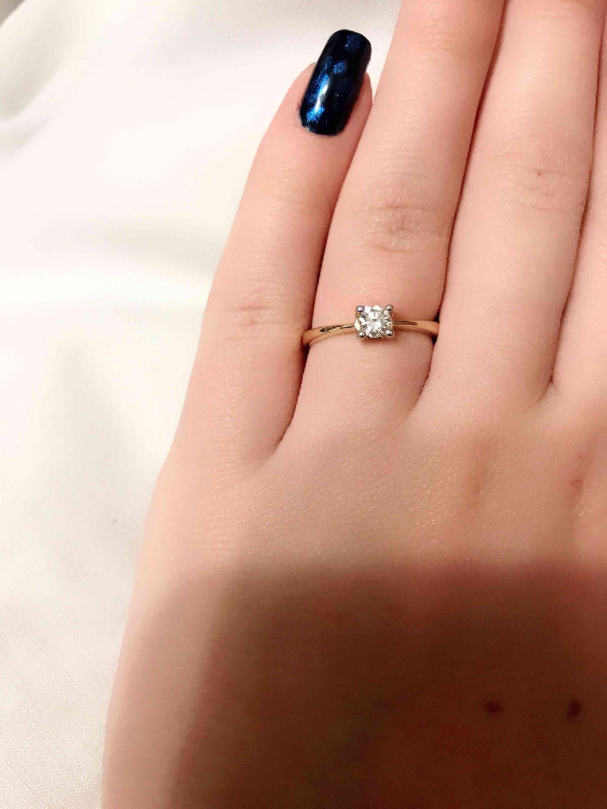 Прекрасное кольца с волшебным камнем!