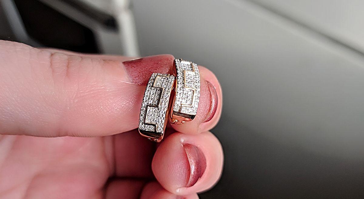 Серёжки с бриллиантами очень красивые