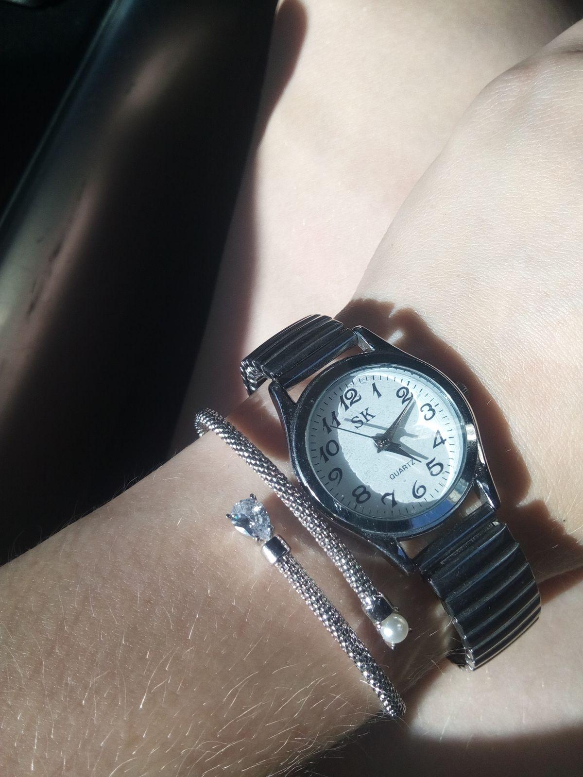 Яркий, качественный браслет