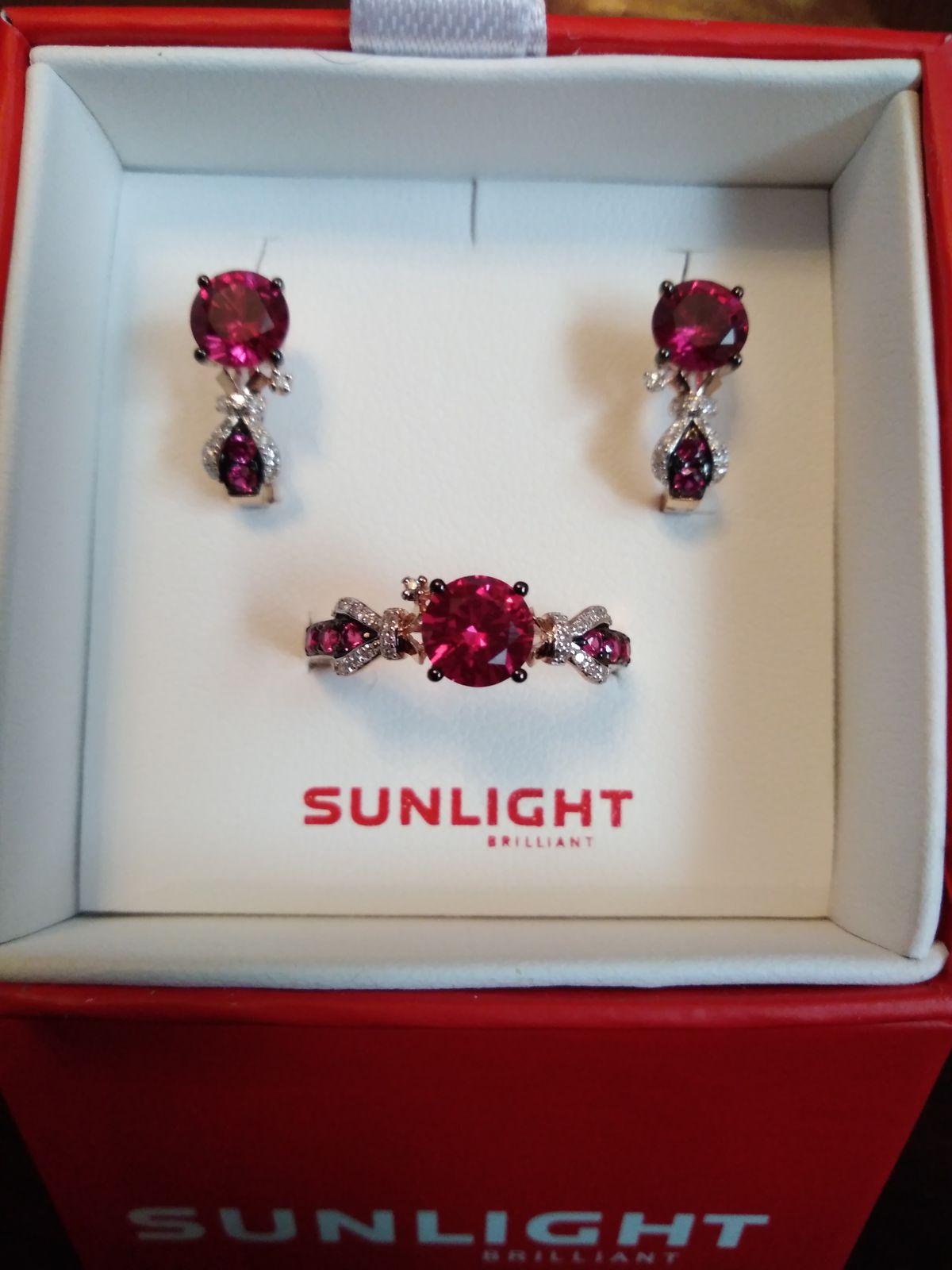 Кольцо из розового золота с рубинами и бриллиантами