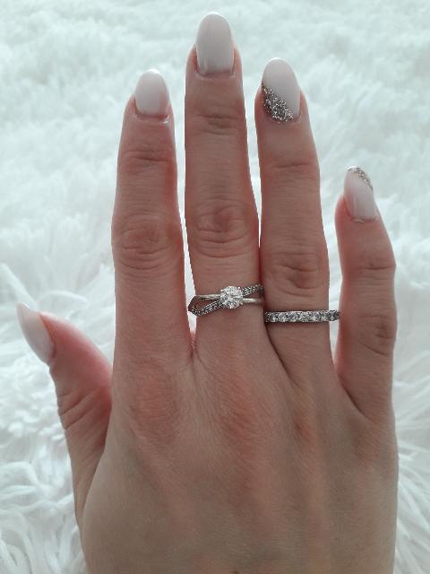 Шикарное кольцо с фианитами