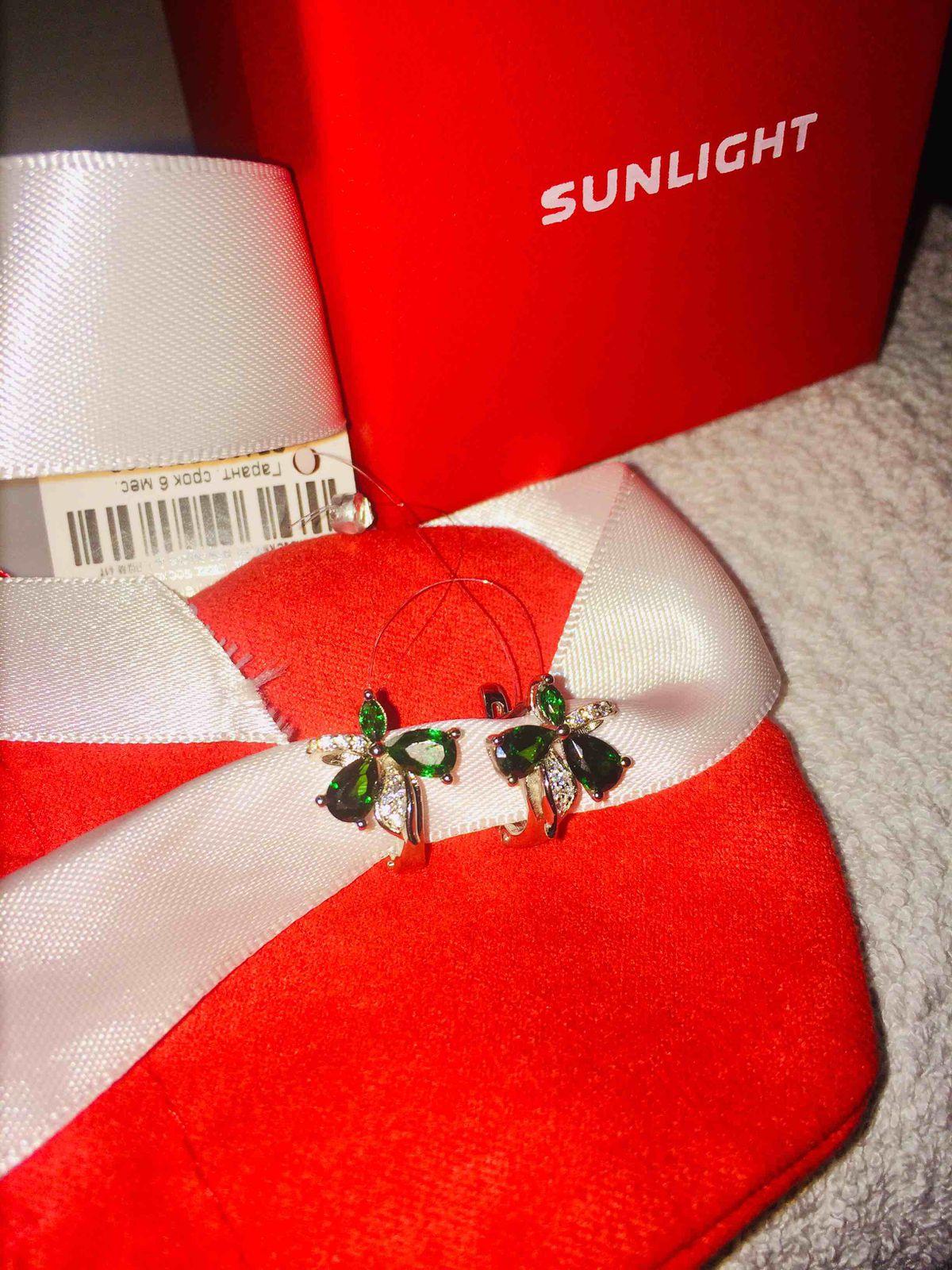 Очень понравились, шикарные, купила в подарок сестре брюнеткам идет зеленый
