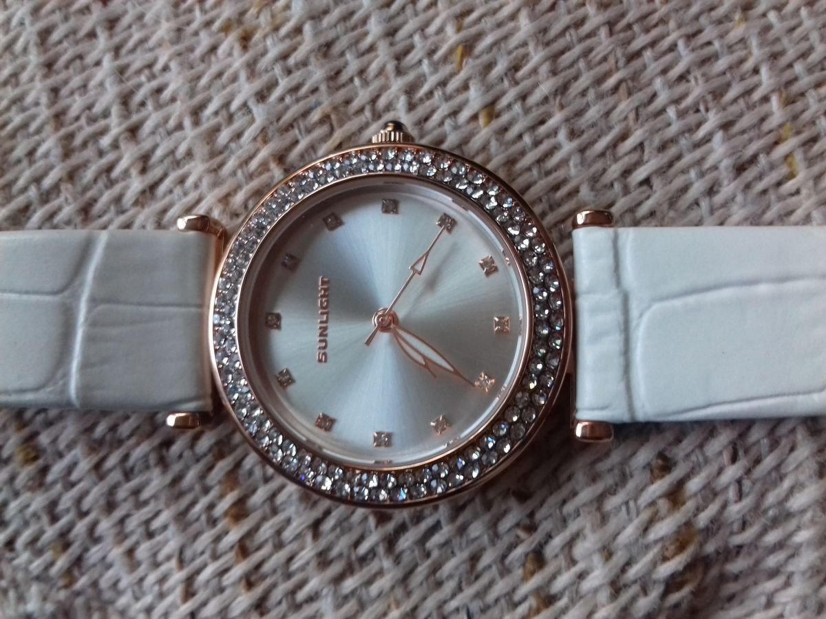 Необыкновенной красоты часы.