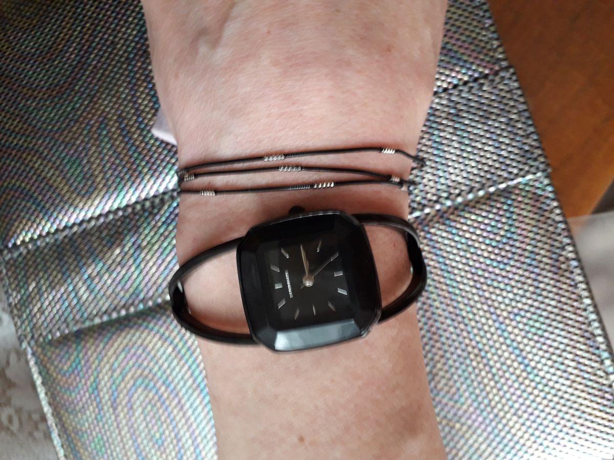 Стильные часы,с необычным браслетом